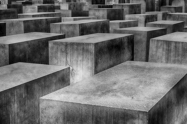 holocaust 1621728 640 - Kuat Lentur Balok Beton Bertulang