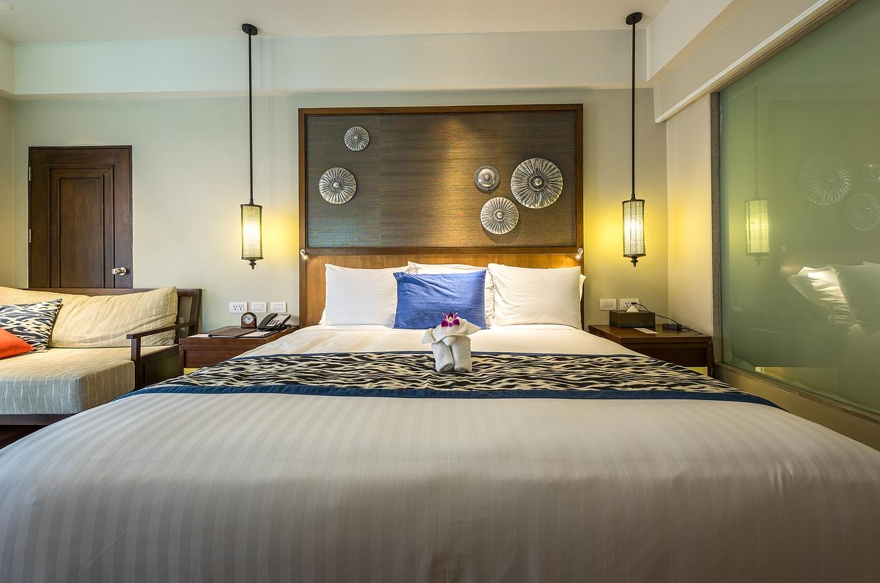 bedroom 1822410 1280 1 - Renovasi Kamarmu Dengan Interior Kamar Tidur Minimalis Agar Lebih Eksklusif