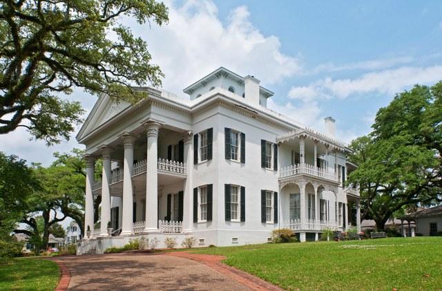 04 Model rumah klasik awal Stanton Hall di Natchez Mississippi Sumber architecturaldigestcom 1 - Rumah Modern 2 Lantai Model Klasik yang Menawan