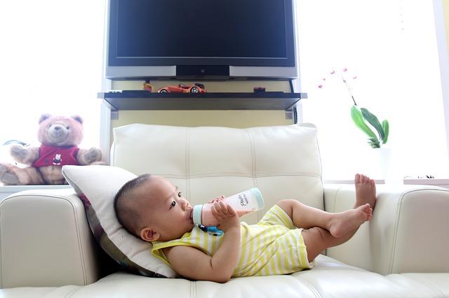 drinking milk 2549021 640 1 - Ketahui Kelebihan dari Desain Rumah Minimalis 2 Lantai