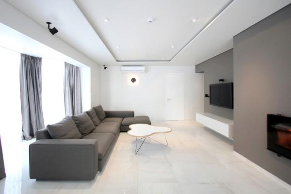 simple grey sofa 600x400 1 - Pilihlah Konsep Desain Interior Rumah Sederhana Agar Merasa Nyaman dan Betah di Rumah