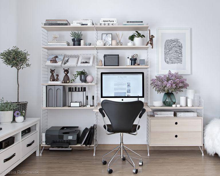 scandinavian office design 1 1492032045 1 - 6 Desain Ruang Kerja Pribadi yang Bisa Bikin Anda Makin Produktif!