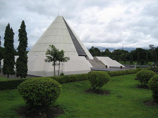 640px Monumen Yogya Kembali 1 - Beberapa Arsitek Terkenal di Indonesia dan Karyanya