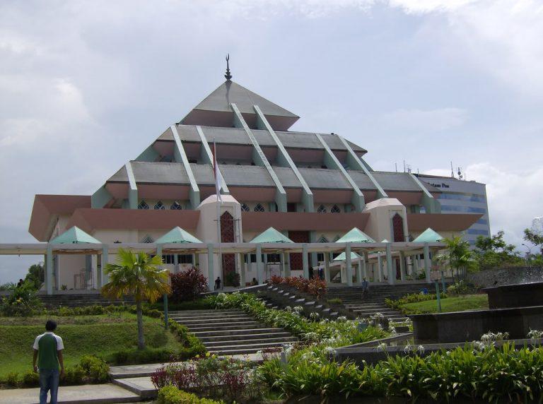 Masjid raya Batam 3 768x572 1 - Beberapa Arsitek Terkenal di Indonesia dan Karyanya